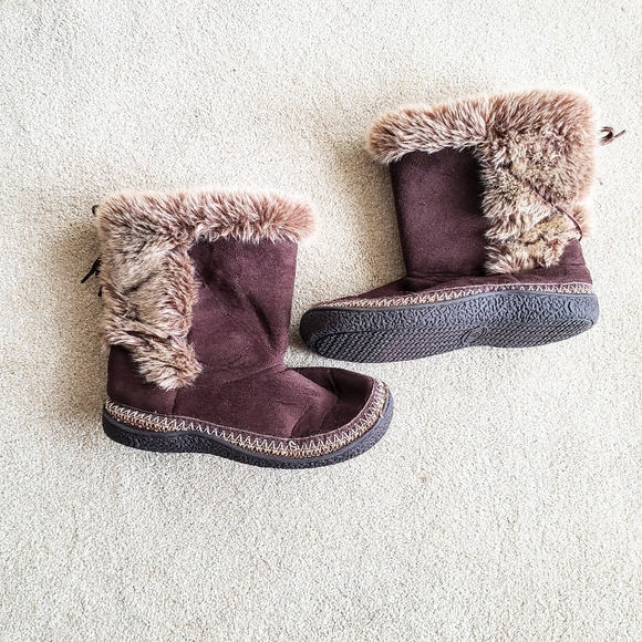 Isotoner Brown Eskimo Slippers and Slip On Boots